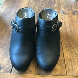 NWOT black booties sz 7.5